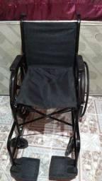 Cadeira de rodas nova, sem uso.