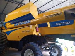 Colheitadeira New Holland TC5090