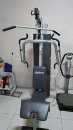 Estação aparelho de ginástica e musculação