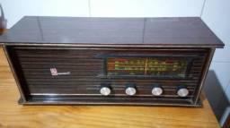 Radio funcionando antigo