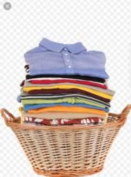 Lavo roupas em casa.