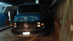 Caminhão tanque Mercedes 1513