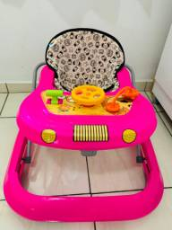 Andador e cadeira de balanço de bebê
