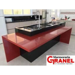 Cozinha de São Gabriel com quartzo Vermelho Stellar!!!