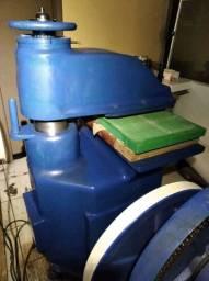Máquina Balancim de corte<br>+ Pressão da Batida 17 TON<br>+ Eletromagnético<br>+ Mesa 920 X 450 cm
