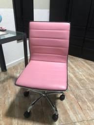 Cadeira rosa de escritório