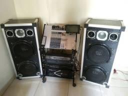 Mesa de som com equipamentos