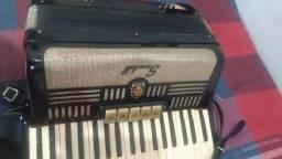 Vendo um acordeon scandalli 80 baixo