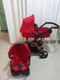 Carrinho de bebê com bebê conforto safety