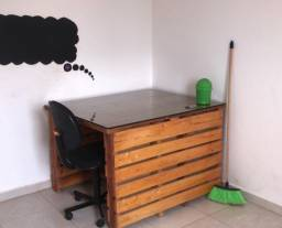 Mesa/escrivaninha de pallet com vidro
