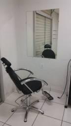 Cadeira e espelho para salão