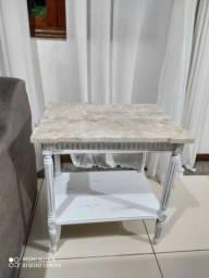 Conjunto com 3 mesas de madeira e pedra