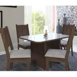 mesa de 4 cadeiras e tampo laqueado Charme