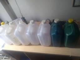 Sete Galões de 5 litros seminovos
