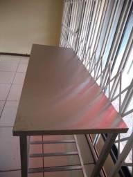 Mesa tampo em inox estrutura em aço galvanizado