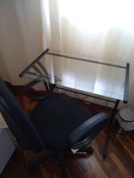 Mesa de escritório com poltrona