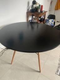 mesa redonda 120 cm modelo Eiffel preta