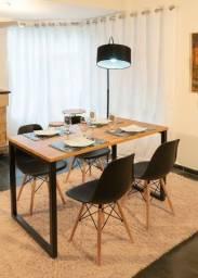 Conjunto de Mesa Estilo Industrial, tampo em madeira maciça, 1,30 x 77 + 4 cadeiras