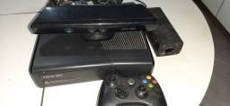 Xbox Slim 360 com Kinect e HD de 500