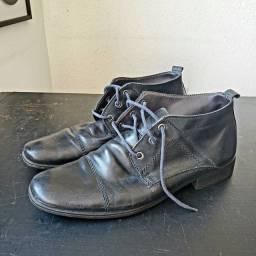 Coturno sapato social em couro legítimo