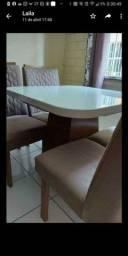 URGENTE !!!!!Vendo linda mesa com quatro cadeiras.SEM USO