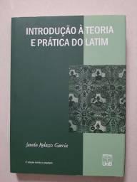 Livro Introdução à teoria e prática do latim - Janete Melasso Garcia
