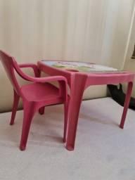 Mesinha e cadeira Infantil Rosa.