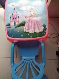 Conjunto de mesa com cadeira princesa