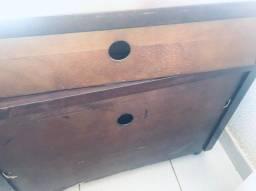 Rack de madeira.