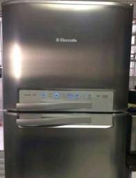 Vendo geladeira Electrolux 800 real