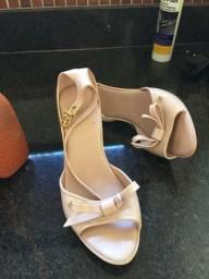 Dois pelo preço de um: Sapato e sandália Melissa novíssimas!