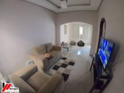 Casa com 03 quartos no Bairro Bacuri