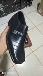 Sapato social costurado