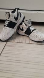 Tênis Nike TEAM HUSTLE original
