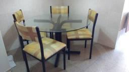Mesa Redonda de Vidro + 4 cadeiras
