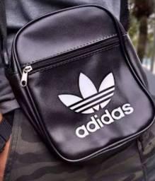 Bolsinha Adidas, nunca usada