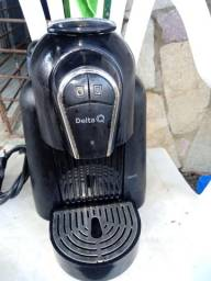 Cafeteira Delta Q QOOL sem avarias e em pleno funcionamento