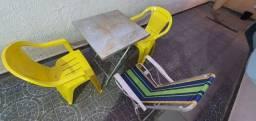 Mesa com 3 Cadeiras e Espreguiçadeira,  tudo por 100 reais