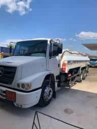 Caminhão Atron 2324 6x2