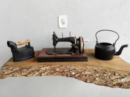 Somente a Máquina de costura antiga a manivela