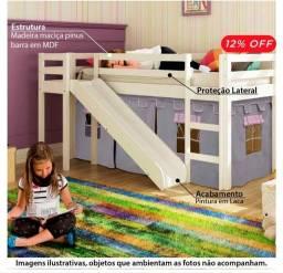 Cama infantil com escorregador e cabana.