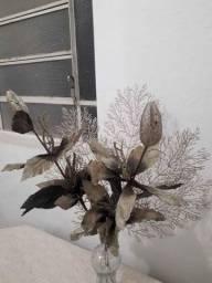 Flores artesanais para arranjo
