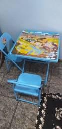 VENDO mesa ferro com 2 cadeiras