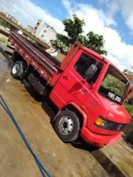 Mercedinha Benz 710 - 2011 - Carroceria - Bem novinha!