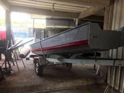 Vendo barco de alumínio com motor e carretinha