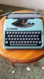 Máquina de datilografia Olivetti Leterra 82