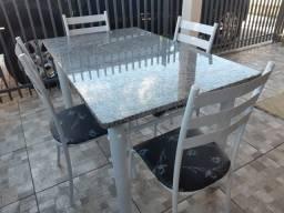 Jogo mesa 4 cadeiras de marmore em ótimo estado