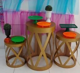Aluguel mesas e painel para decoração