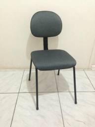 Cadeira fixa com estofado