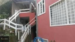Casa em Petrópolis dentro de condomínio no bairro Mosela, 04 quartos sendo 02 suítes